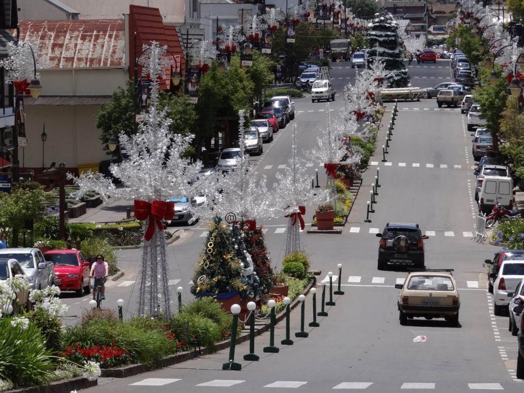 Avenida Borges de Medeiros tem inúmeros restaurantes e lojas. Foto: Bárbara Keller