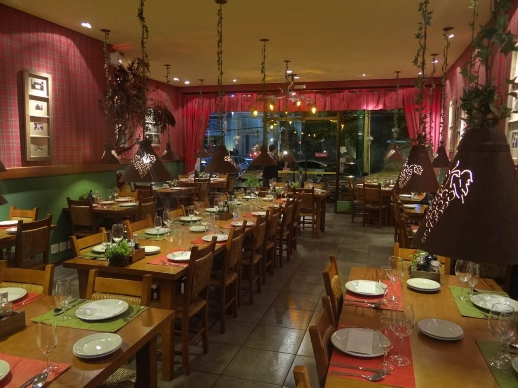 Restaurante Per Voi Mapa de Gramado. Foto: Bárbara Keller #9F392C 1024x768