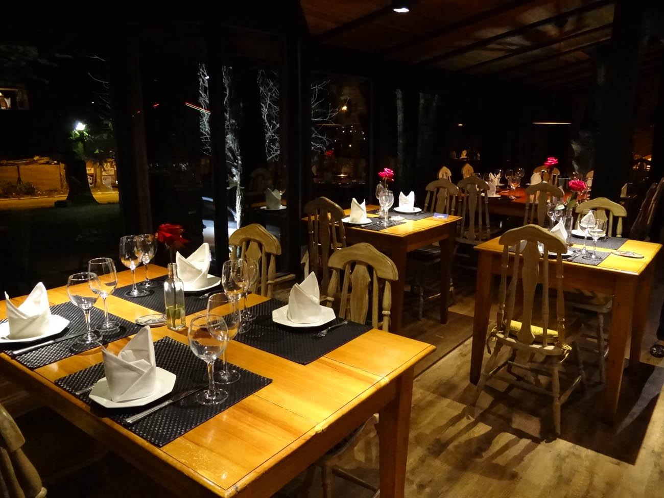 Restaurante Salpique Cozinha Moderna Mapa de Gramado. Foto: Bárbara  #C78F04 1300x975