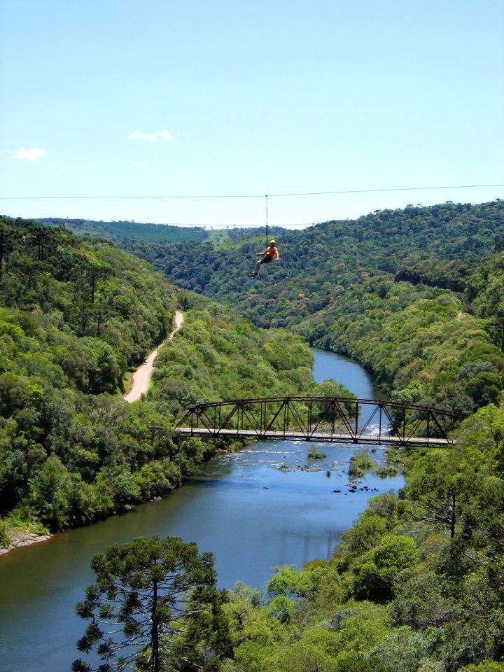 Parque da Cachoeira: tirolesa - Mapa de Gramado. Foto: Divulgação, facebook Parque da Cachoeira