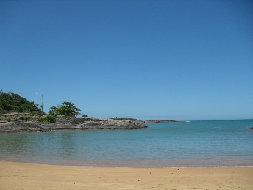 Setiba: praia tranquila em Guarapari: Foto: Marina Almeida, CC BY 2.0