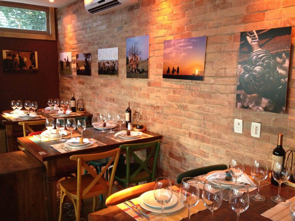 Exposição fotográfica Olhares da Tradição no Malbec Restaurante - Mapa de Gramado. Foto: Divulgação, Malbec Restaurante