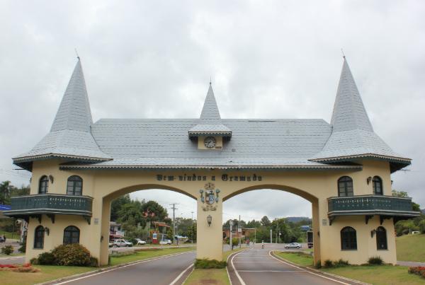 Pórtico é ponto turístico de Gramado