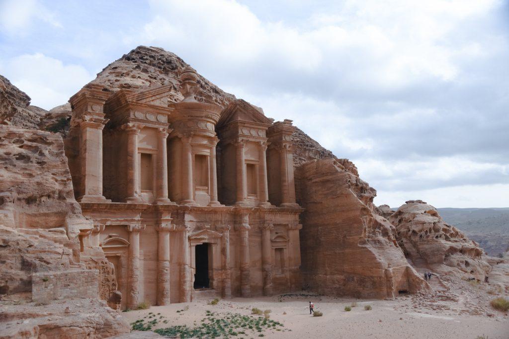 7 maravilhas do mundo ruínas de petra fachada do monastério