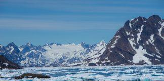 montanhas com gelo groenlândia